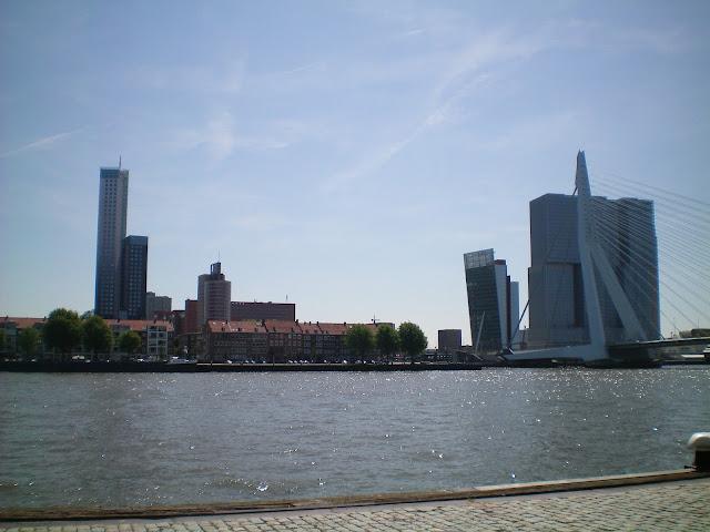 Puente Erasmo y Wilhelminapier en Rotterdam