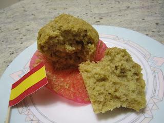 Magdalena (madeleine espagnole) sur une assiette avec un drapeau espagnol