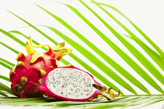 Buah naga atau dragon fruit termasuk salah satu jenis buah yang eksotik. Rasanya asam dan manis menyegarkan dan memiliki beragam manfaat bagi kesehatan.