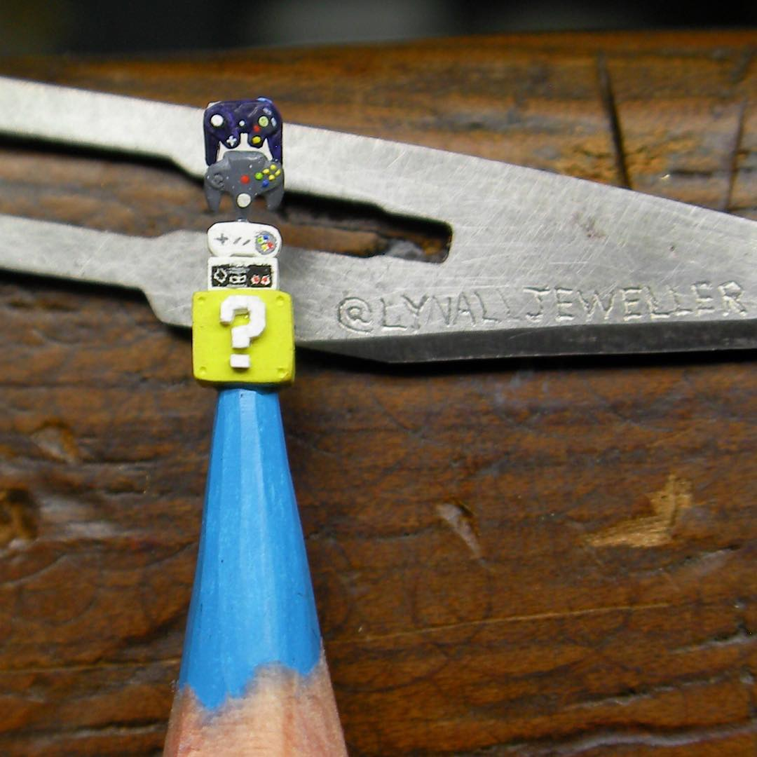 03-Nintendo-Games-Thomas-Lynall-Miniature-Pencil-Graphite-Sculptures-www-designstack-co