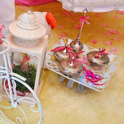 http://zaiedean.blogspot.com/2013/04/majlis-bercukur-nur-dhiya-alisyah.html