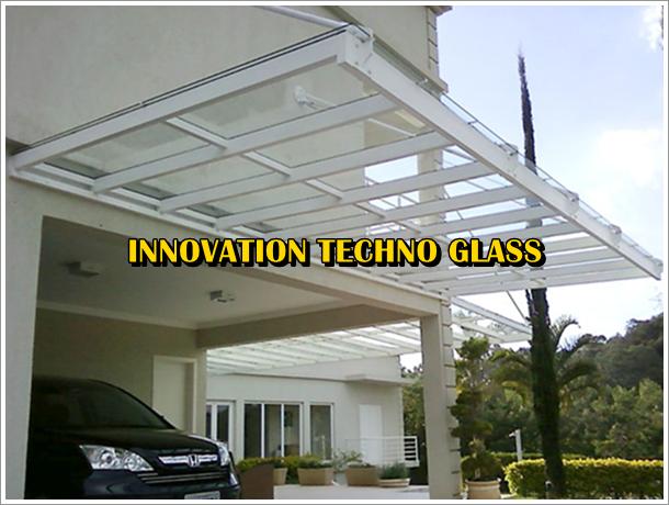 Kanopi Carport atap kaca pada fasade Villa Puncak Bogor