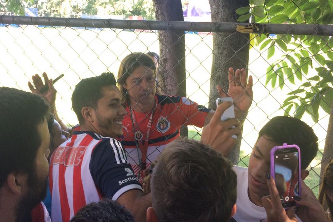 Ambiente espectacular en el entrenamiento de Chivas.