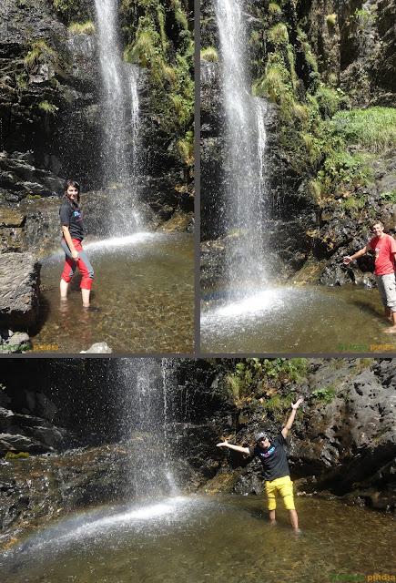 Refrescandonos en la Cascada del Mazobre