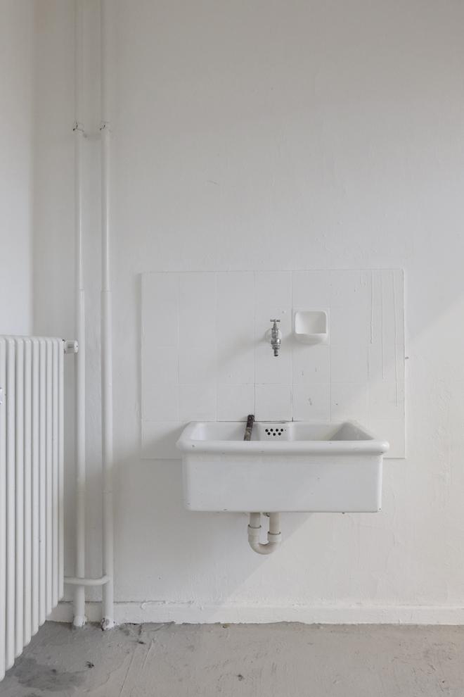minza will sommer die kunst am waschbecken. Black Bedroom Furniture Sets. Home Design Ideas
