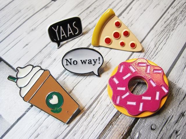 www.zaful.com/cookie-ice-cream-dessert-alloy-brooch-set-p_217392.html?lkid=29641