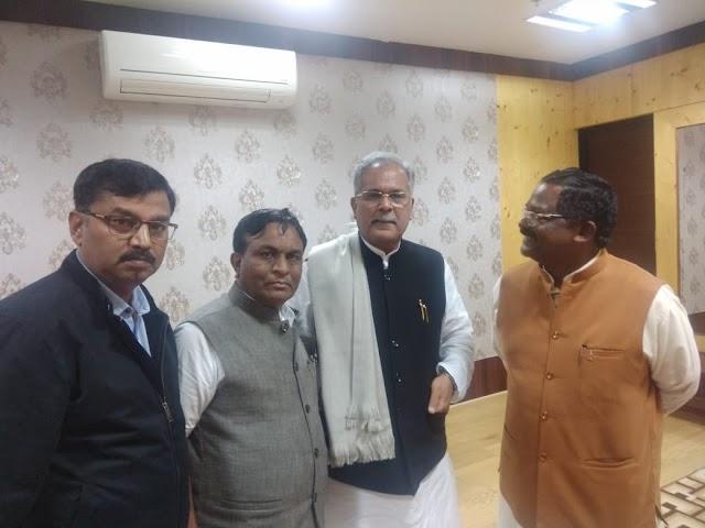 ब्रेकिंग पत्रवार्ता:- जशपुर में ठंड से 2 मौतों के बाद राज्य सरकार गंभीर,पहाड़ी कोरवाओं की स्थिति को लेकर सीएम ने ली जानकारी।