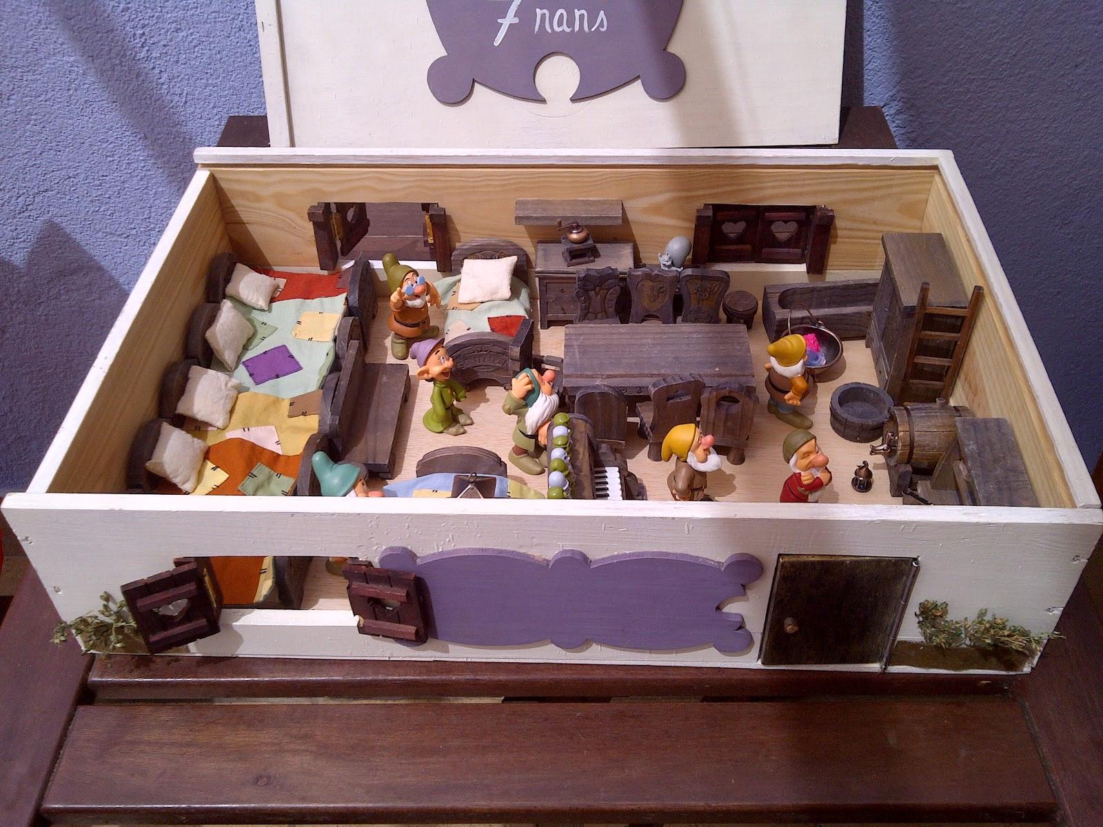 Por si te ayuda convertir una caja de vino en una casa de mu ecas - Casa de munecas you and me ...