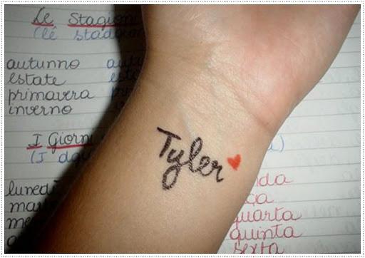 Nome da tatuagem de Idéias que Você pode ser colorido próprio nome ou o nome do amor