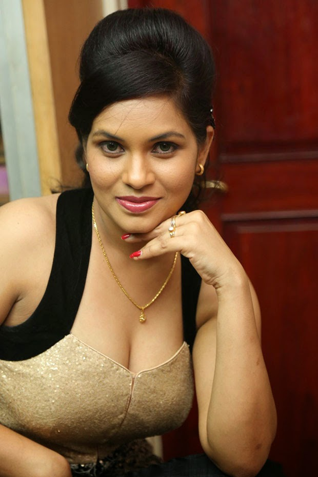 Spicy Actress Revathi In Kakatiyudu Telugu Movie Trailer -9653