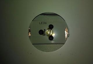 Cara agar kancing penutup lampu LED TV tidak mudah lepas