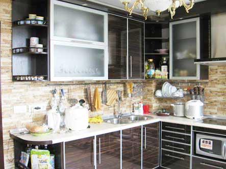 кухни с фасадами зебрано фото
