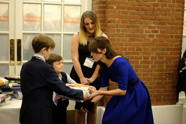 The Duchess selected a dress for the evening by Indian designer Saloni. The Martine Crinkle-Effect Dress is crafted from lightweight fabric in cobalt blue