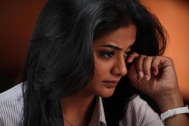 ये तिलस्मी चांद जो रो रात को ख्वाबो मे आता है Hindi Kavita By Naresh K. Dodia