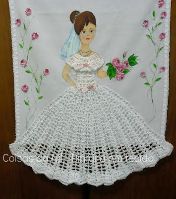 boneca noivinha pintada a mão e com saia de croche