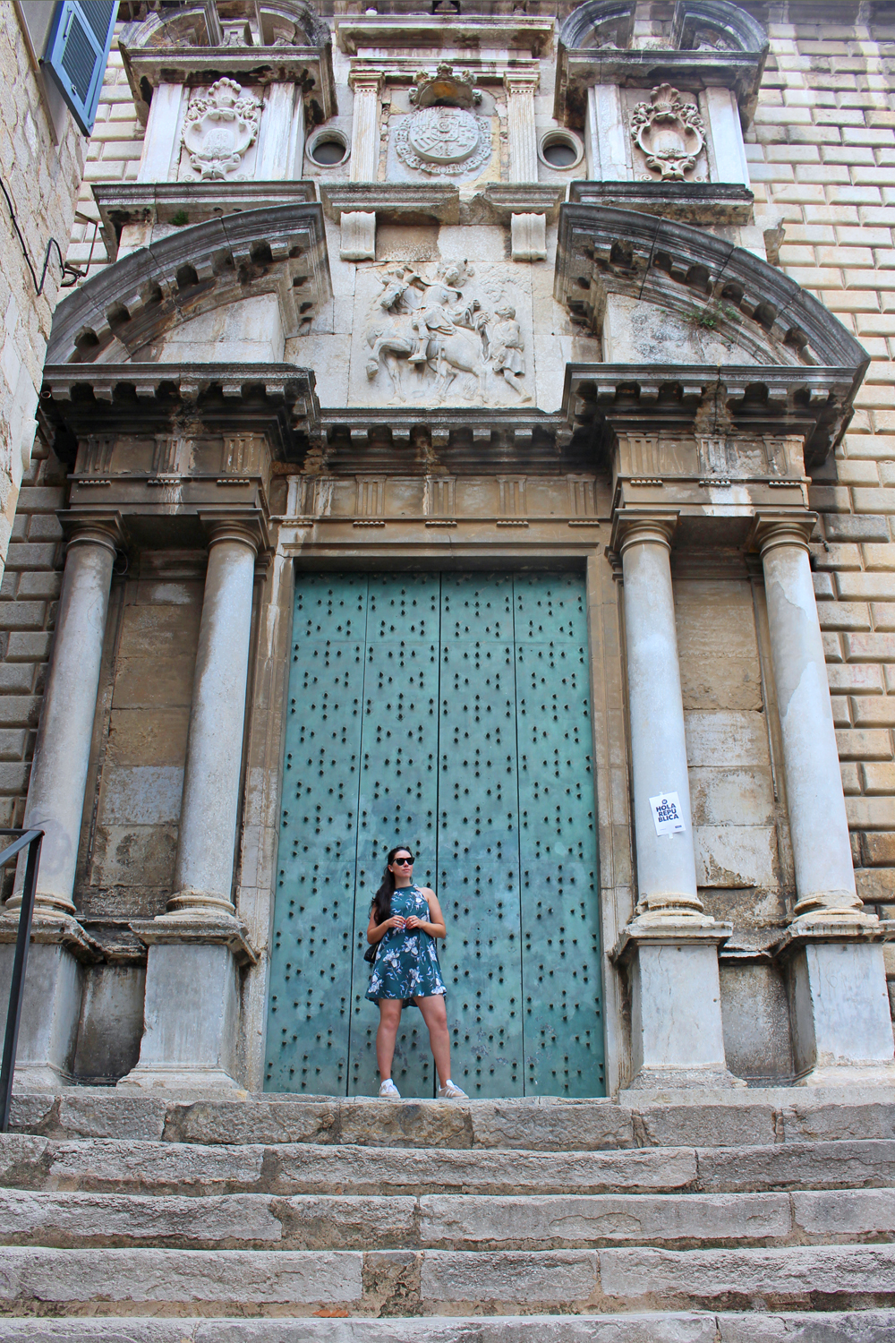 Style blogger Emma Louise Layla in Girona, Spain - travel & lifestyle blog