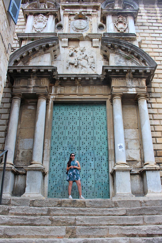 Style blogger Emma Louise Layla in Girona, Spain - travel & lifestyle blog