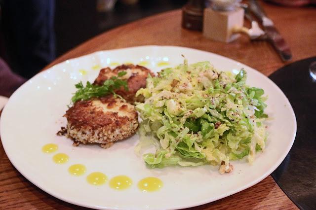 Chèvre pané et salade sucrine