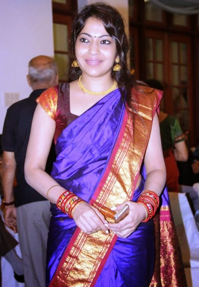 South Indian TV Anchor Ramya Hot Hip Navel Stills In Traditional Blue Saree