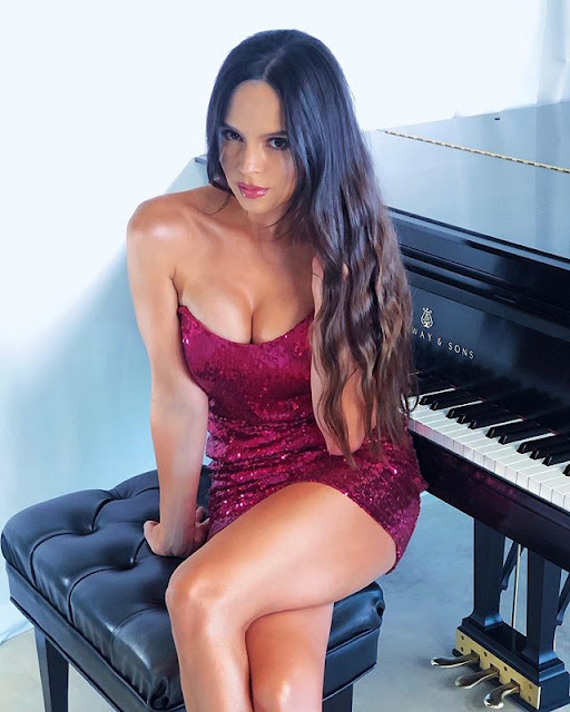 Lola Astanova Photos