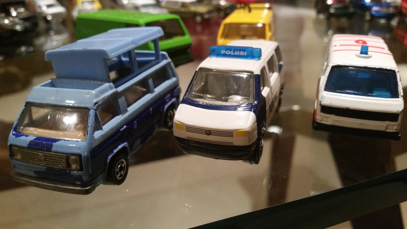 matchbox frenzy 39 80s and 39 90s volkswagon van comparison who makes the best one. Black Bedroom Furniture Sets. Home Design Ideas