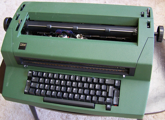 Whats Odd About This Ibm Selectric on electric typewriter