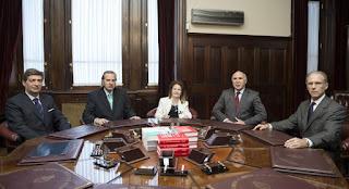 """Los jueces de la Corte Suprema que votaron a favor de la aplicación del """"2 x 1"""" a represores de la última dictadura fueron denunciados penalmente por """"prevaricato"""", al mismo tiempo que se pidió la suspensión del fallo."""