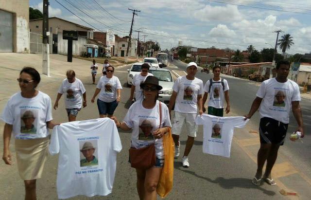 Manifestação na Avenida Paulo Afonso em Alagoinhas lembra morte no trânsito