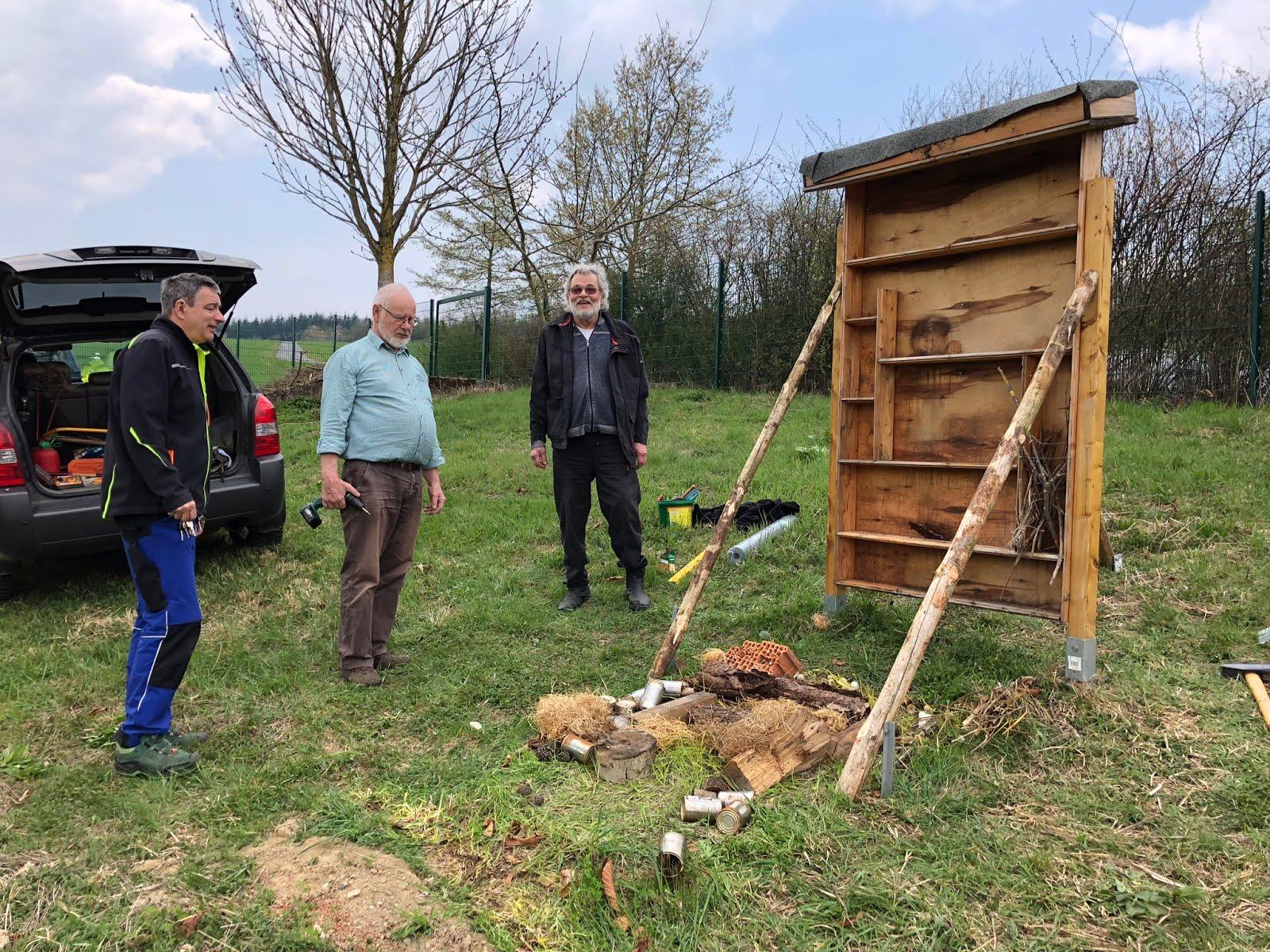 size 40 4d194 87d00 An der Max-Ernst-Schule haben wir erfolgreich eine Insektenunterkunft  aufgebaut. Es können nach der Befüllung reichlich Gäste untergebracht  werden.