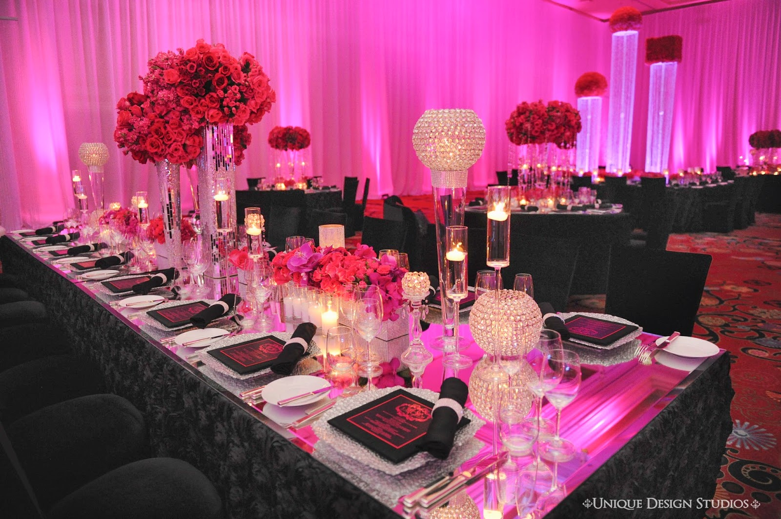 This Striking Las Vegas Destination Wedding Reception Table Designed By Platinum Weddings Designer Tiffany Cook Used A Gorgeous Black Textured