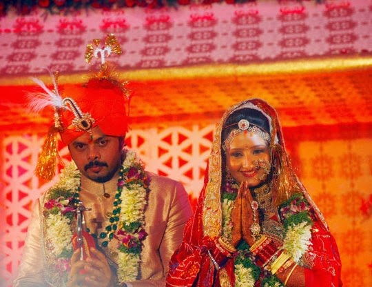 Sreesanth and Bhuvneshwari greeting the guests in wedding reception