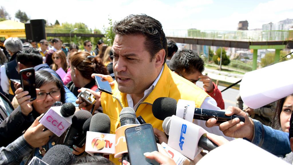 Alcalde recibió denuncia ciudadanas sobre abusos de guardias de empresa Mi Teleférico