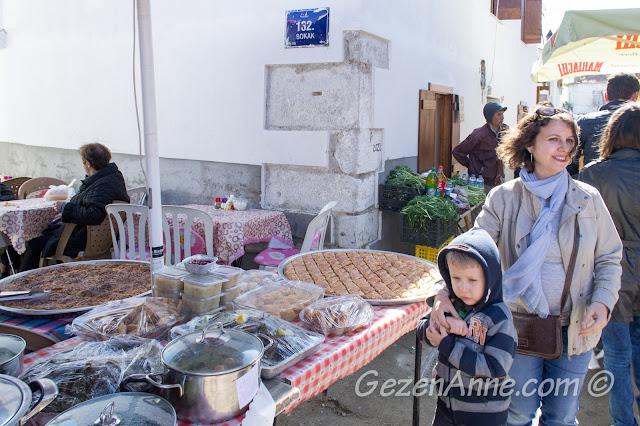 Sığacık pazarı ve meşhur baklava, börekleri