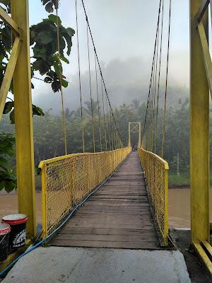 Gowes ke Jembatan Gantung Selopamioro, Si Kuning yang Memikat Hati