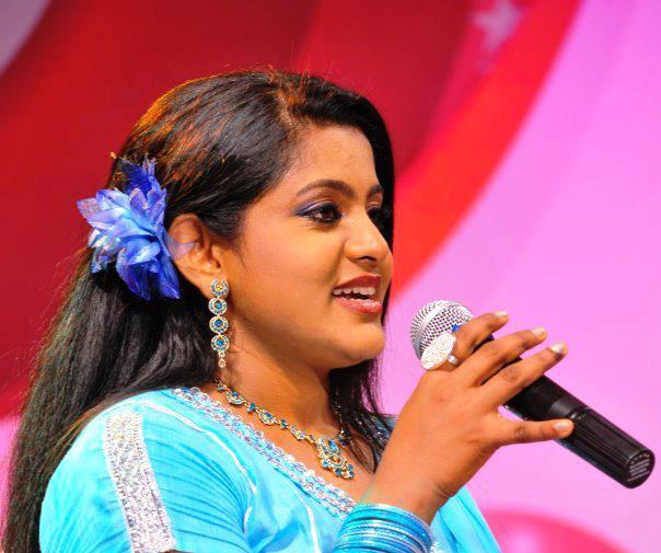 Veena Nair Tv Anchor: Malayalam Actress Veena Nair Latest Photos