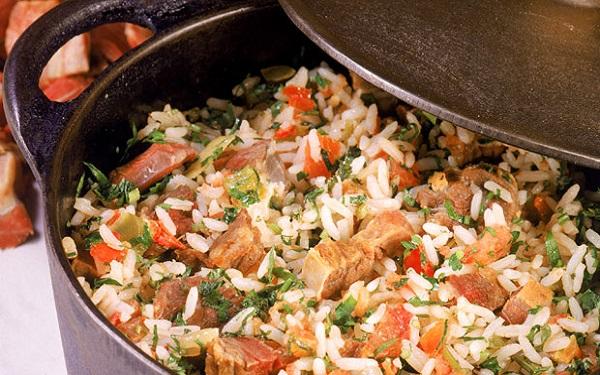 Receita de arroz carreteiro gaúcho com carne seca (Imagem: Reprodução/Receitas sem Fronteiras)