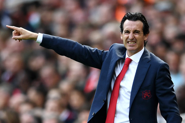 Unai Emery, Manager of Arsenal gives his team instructions during the Premier League match between Arsenal FC and West Ham United at Emirates Stadium on August 25, 2018 in London, United Kingdom.