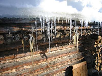 jégcsapok, parasztház, időjárás előrejelzés, Románia, Erdély, Székelyföld, fagy