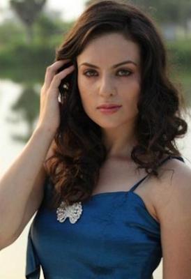 Elena Kazan Looks