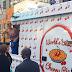 """Divulgando """"Bon Appétit"""", Katy Perry distribui tortas de graça na Times Square"""