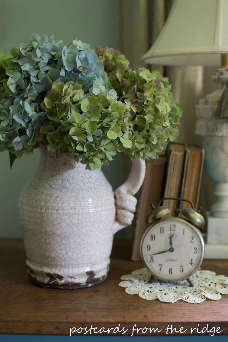 Fresh flowers and other great tips for adding farmhouse charm to any bedroom. Postcards from the Ridge