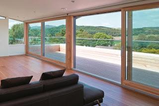 Drewno na topie – okna drewniane i drewniano-aluminiowe w aranżacji wnętrz