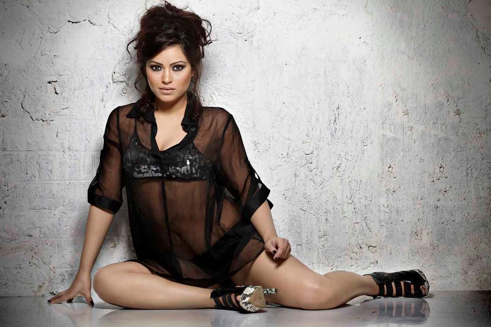 Glorious and Stylish Devshi khanduri hot photos