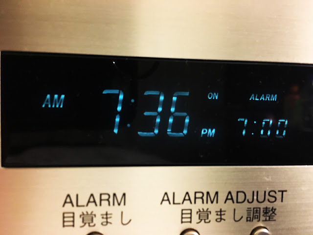 なんで目覚まし、朝に鳴ってくれないん?