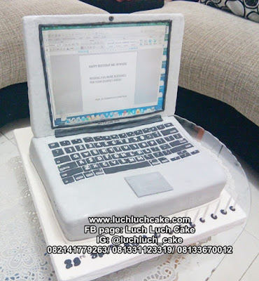 Kue Tart Bentuk Laptop