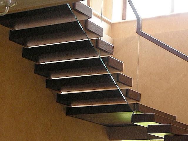cầu thang gỗ lan can kính - mẫu số 3