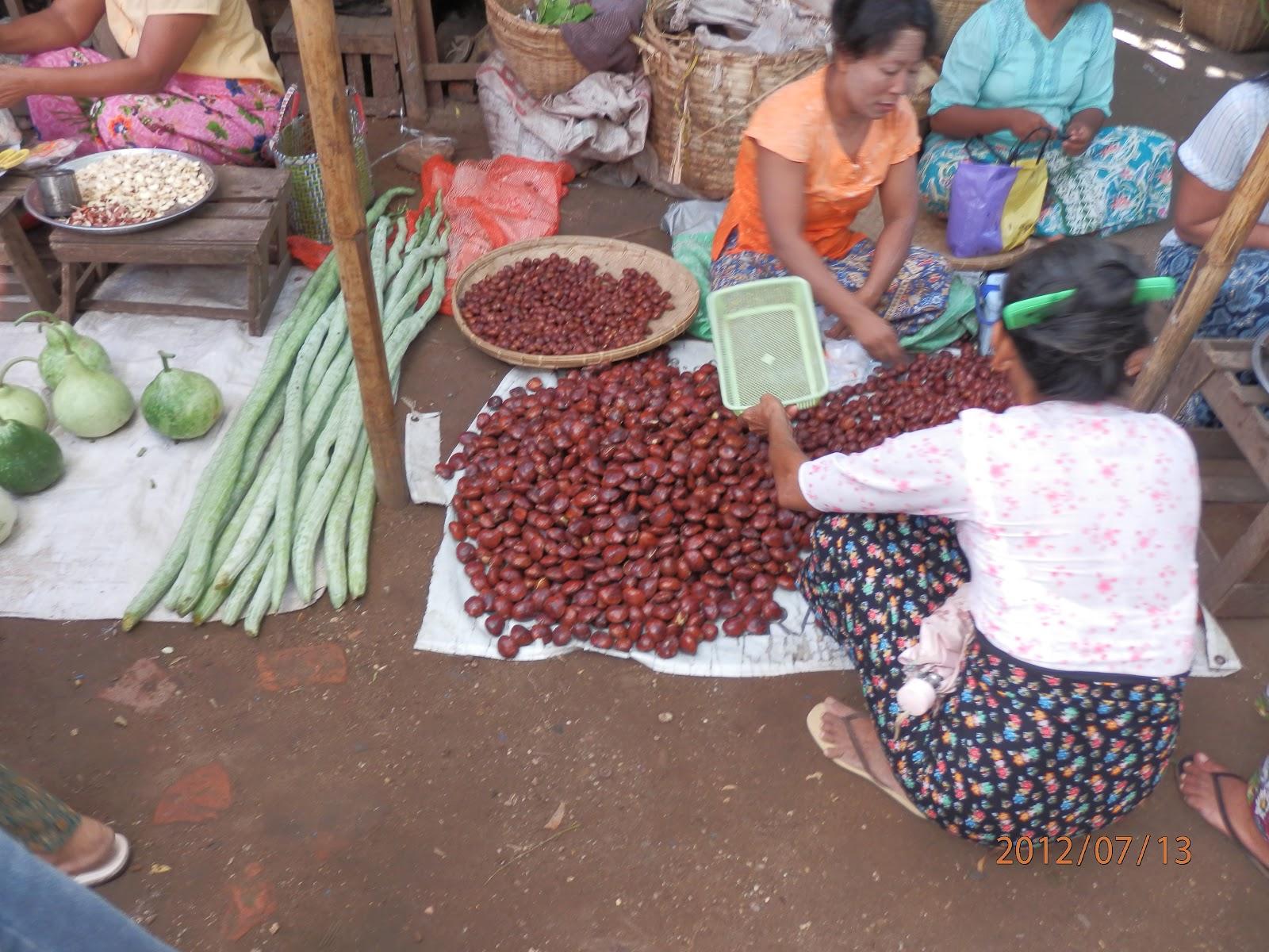 Annettes Heft: Myanmar: Nyuang Oo market scenes