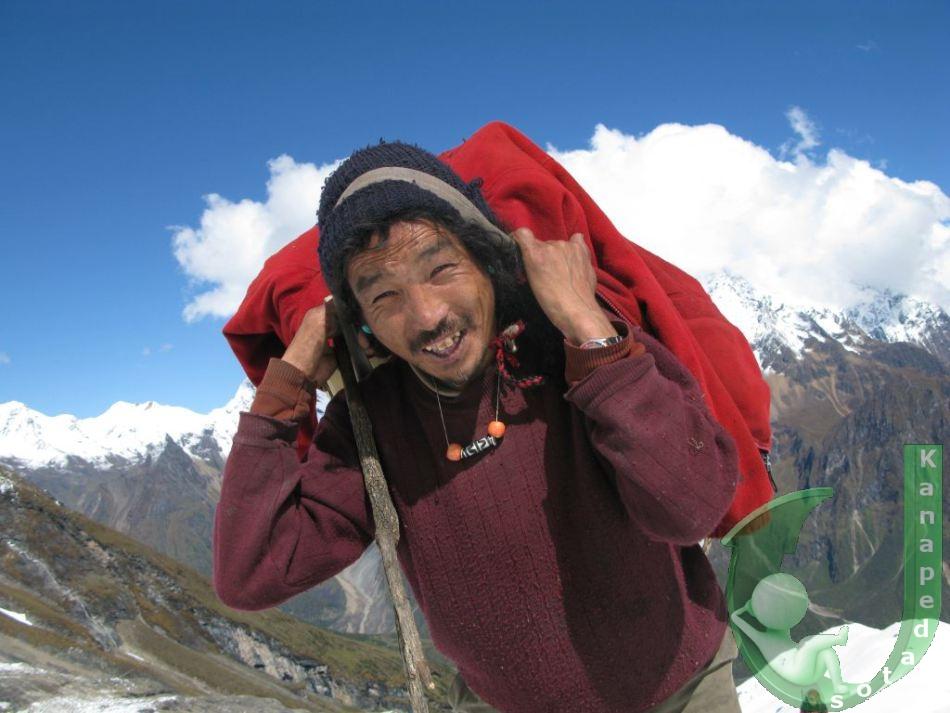 Οι «υπεράνθρωποι» οδηγοί στα Ιμαλάια, που επιβιώνουν ακόμα και με ελάχιστο οξυγόνο στην κορυφή του Έβερεστ! (Photos)