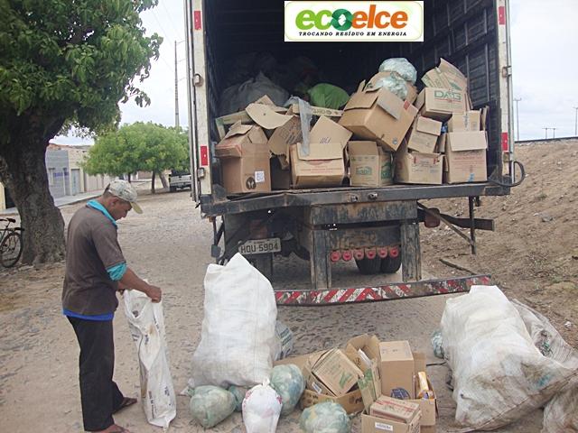 Ecoelce em Cariré troca reciclados pelo desconto na conta de energia, beneficiando o meio ambiente e evitando as doenças