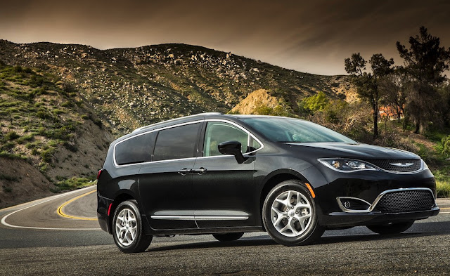 2017 Chrysler Pacifica black